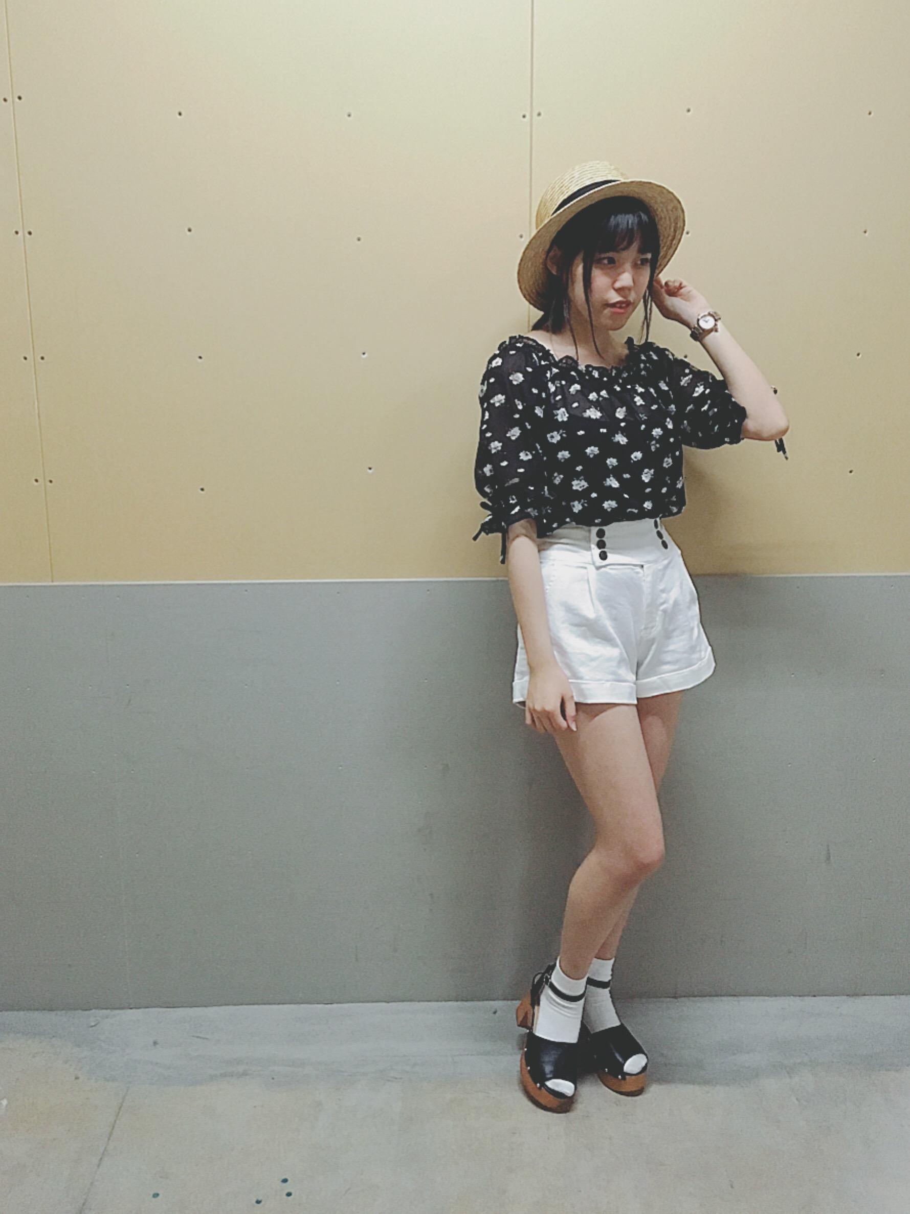 あべのキューズモール店 × monotone girly